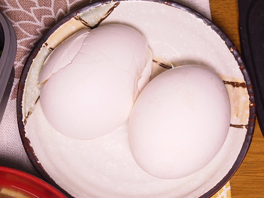 割れたゆで卵
