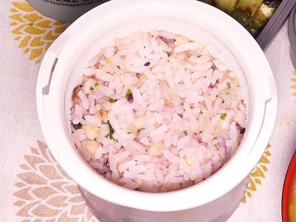 十六穀米とオーカワさんの刻みこんにゃく入り若菜混ぜご飯