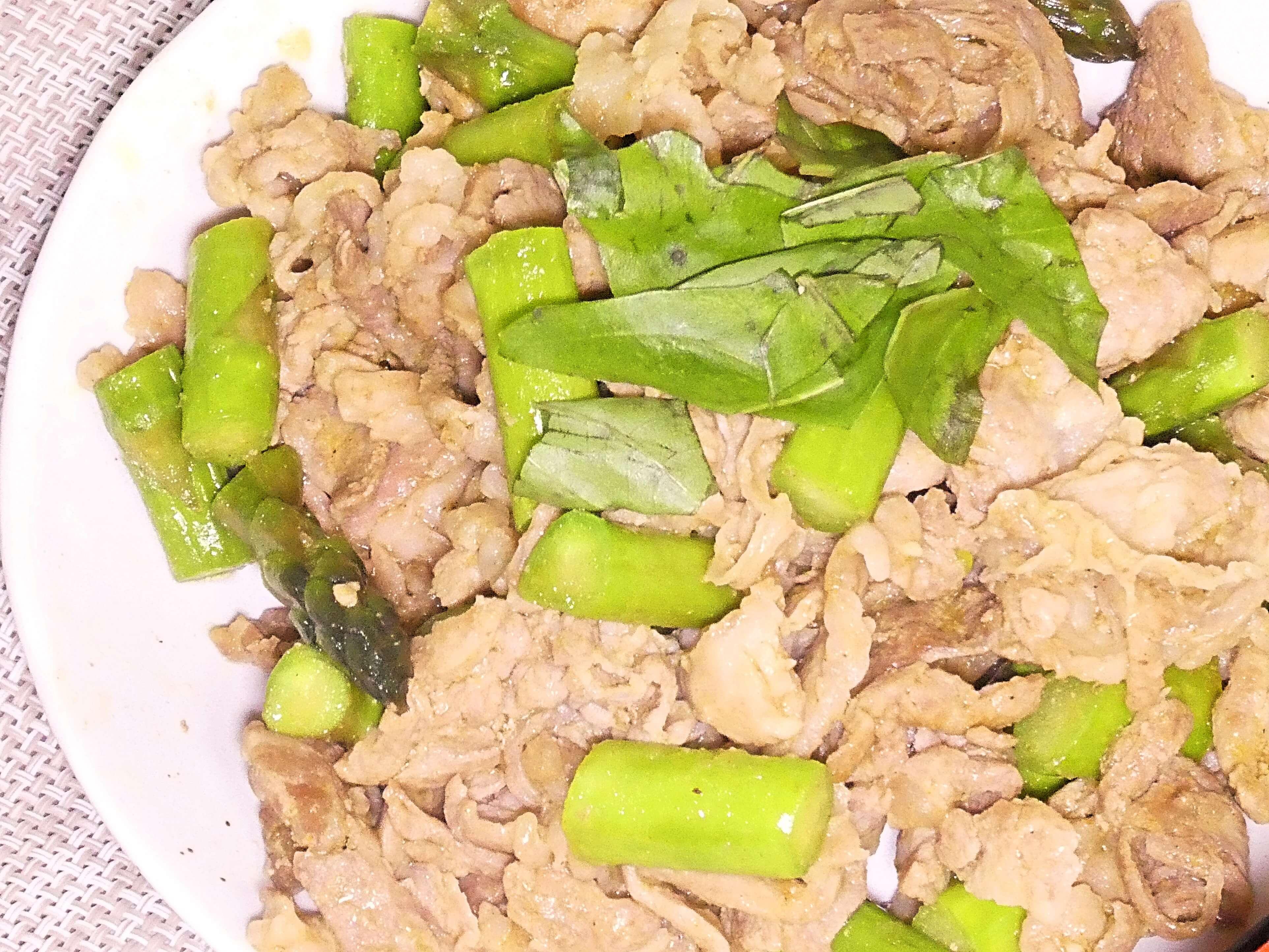 豚肉とおつとめ品アスパラガスのカレー炒め